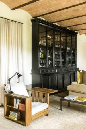 armoire salon - mediterranean-residence par Elodie Sire - Toscane, Italie