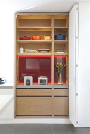 armoire ustensiles cuisine - Downley House par Kuche Design - Hampshire, Royaume-Uni