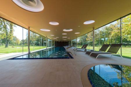 bâtiment piscine couverte - Villa M par Oliver Grigic - Cepin, Croatie