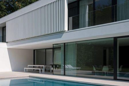 baie vitrée - HS Residence par Cubyc Architects - Bruges, Belgique