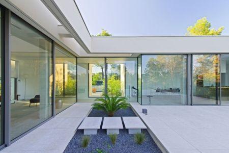 baie vitrée - Maison Art par Brengues Le Pavec - Saint Clément de Rivière, France - RB photographies
