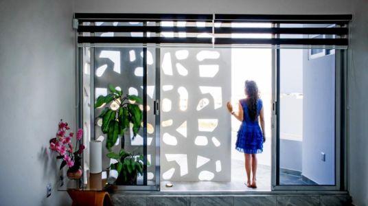 baie vitrée balcon - Nest house par Gerardo Ars Arquitectura - Alvarado, Mexique