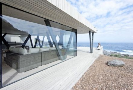 baie vitrée côté - Rambla House par LAND Arquitectos - Zapallar, Chili