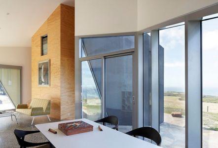 baie vitrée du séjour - Scape House par Andrew Simpson Architects - Victoria, Australie