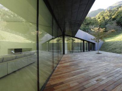 baie vitrée et terrasse - Alps Villa par Camillo Botticini Architect - Brescia, Italie