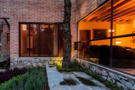 baie vitrée salon - Pinar house par MO+G Taller de arquitectura - Zapopan, Mexique