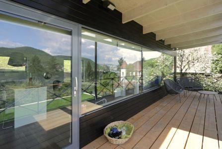 baie vitrée terrasse - House Vaňov par 3-1architekti - Vaňov, République Tchèque