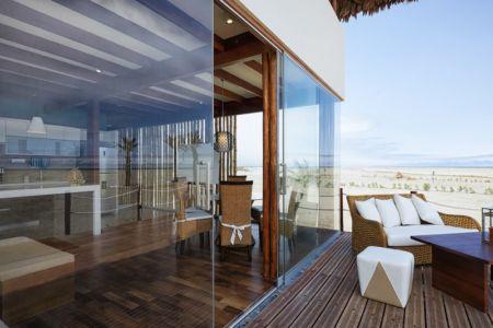 baie vitrée terrasse - House in Playa del Carmen par YUPANA Arquitectos - Chincha Alta, Pérou