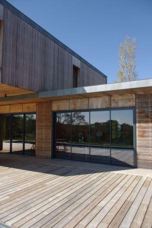 baie vitrée terrasse - Maison l'Estelle par François Primault architecte - Moirax, France
