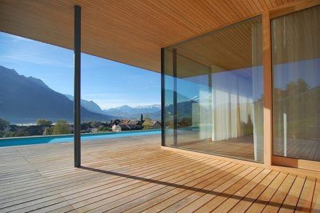 baie vitrée terrasse - Schaan Residence par K_M Architektur - Liechtenstein