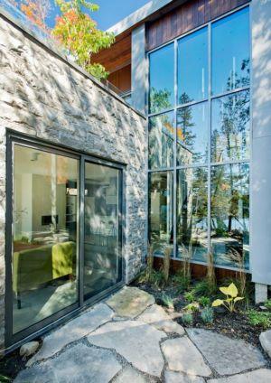 baies vitrées chambre et salon residence - Cedrus par Boom Town - Harrington, Canada