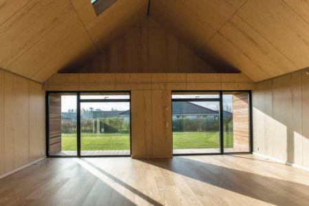 baies vitrées pièce de vie - La Casa de Libre Mantenimiento par Arkitema Architects  - Danemark