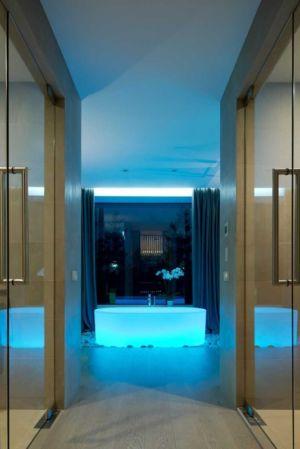 baignoire éclairée - Villa Agalarov par SL Project - près de Moscou, Russie