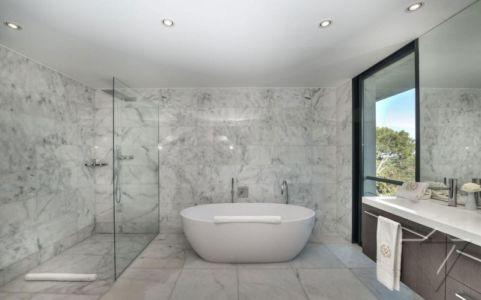 baignoire douche salle de bains - Villa - France