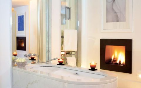 baignoire et cheminée - villa O - France