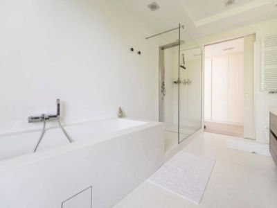 baignoire et douche - magnifique propriété à vendre à Uccle en Belgique