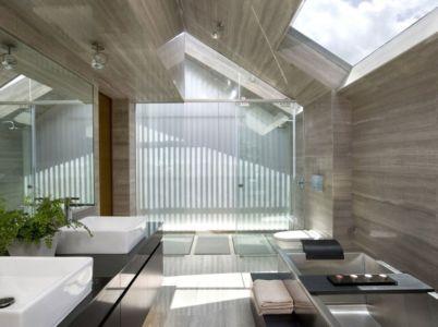 baignoire et lavabos - OOI House par Czarl Architects - Singapour
