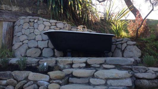baignoire extérieure de nuit - Underhill par Graham Hannah à Waikato, Nouvelle-Zélande