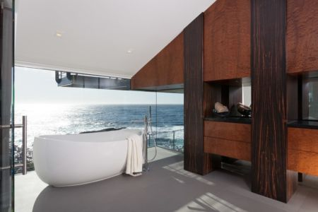 baignoire salle de bains - Carmel Highlands Residence par Eric Miller Architects - Carmel-By-The-Sea, Usa