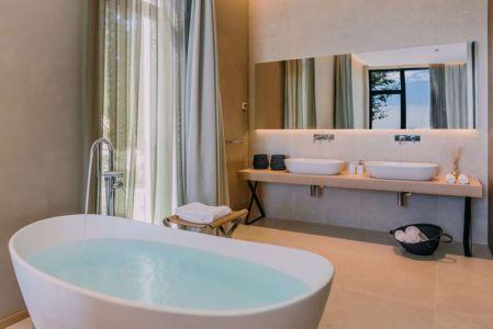 baignoire salle de bains - House Sperone par Studio Metrocubo - Novigrad, Croatie
