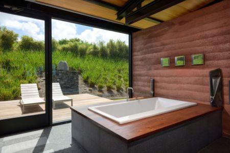 baignoire salle de bains - Kapalua-Home par Olson Kundig Kaprzycki Designs - Hawaï, USA