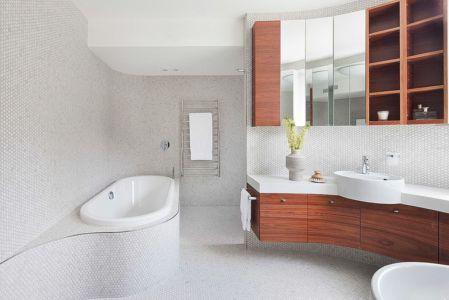 baignoire salle de bains - Maison contemporaine bois béton par BG Architecture - Melbourne, Australie