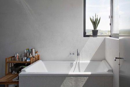baignoire salle de bains - Maisons bois contemporaines par Zamel Krug Architekten - Hagen, Allemagne
