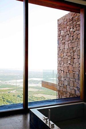 baignoire et panorama - Paz & Comedias House par Ramon Esteve - Sagunt, Espagne