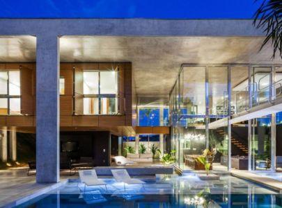 terrasse & piscine illuminées - Botucatu-House par FGMF Arquitetos - Botucatu, Brésil