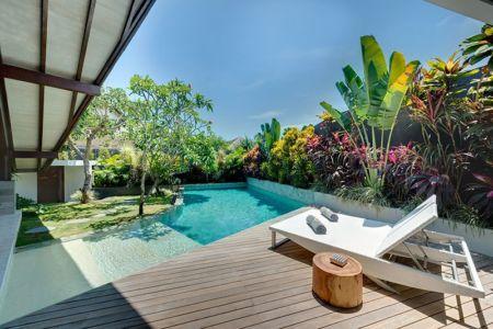 bains soleil terrasse - Villas-Spa par Layar Designer - Bali, Indonesie