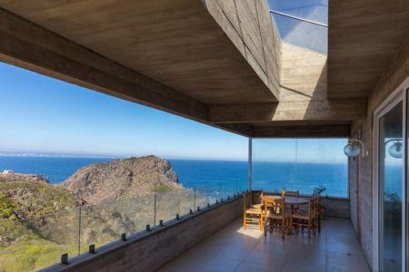 balcon étage et mini salon - Mirador House par Gubbins Arquitectos - Tunquen, Chili