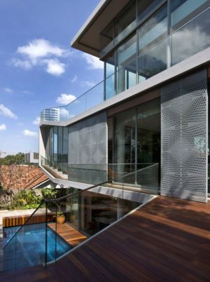 balcon étage supérieur & grande baie vitrée coulissante - Home-Walls par Mink Architects - Singapour