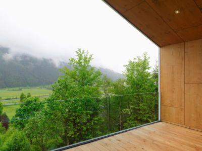 balcon bois - Mountain-View House par SoNo arhitekti - Kitzbuehel, Slovénie
