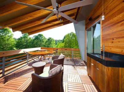balcon bois étage - Pond-House par Holly-Smith-&-Architectes - Louisiane, USA