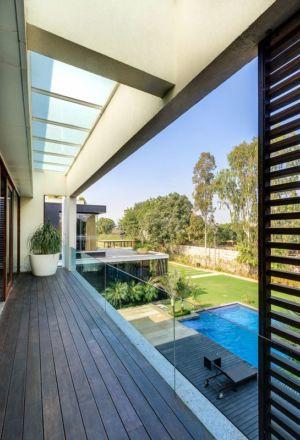 balcon bois - home-pool par DADA-&-Partners - New Delhi, Inde