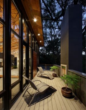 balcon de la chambre parentale - Midvale Courtyard House par Bruns Architecture - Madison, Usa