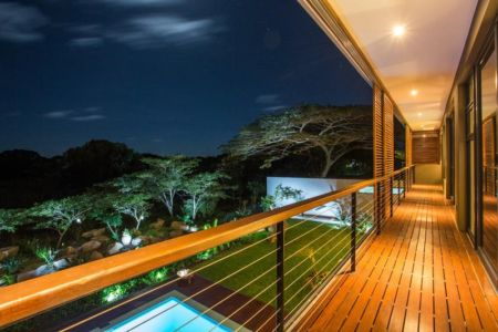 balcon de nuit - Aloe Ridge House par Metropole Architects - Kwa Zulu Natal, Afrique du Sud