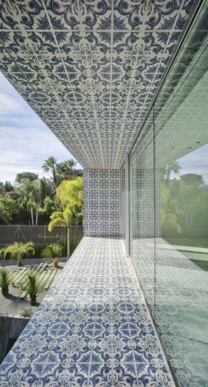 balcon et baie vitrée - Maison 4 en 1 par Clavel Arquitectos - Guadalupe, Espagne - photo David Frutos