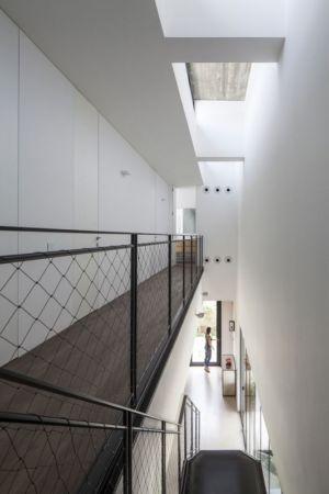 balcon intérieur - NS-Residence par Blatman Cohen Architects - Netanya, Israël