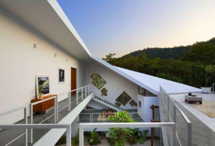 balcon intérieur - Tomoe Villas par Note Design - ALibag, Inde