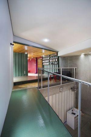 balcon intérieur étage - Container-Urban par Atelier Riri - Bekasi, Indonesie