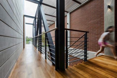 balcon intérieur étage - maison exclusive par Aamer Architects - Singapour