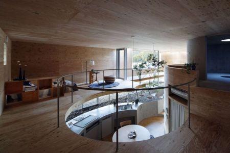 mezzanine en cercle - pit-house par UID Architects - Okayama, Japon