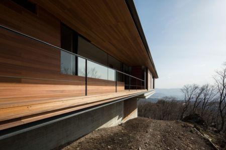 balcon - maison bois contemporaine par kidosaki-architects - Yutsugatake, Japon