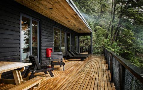 balcon & mobilier en bois - House-Todos-Los-Santos par Apio Arquitectos - Puerto Montt, Chili