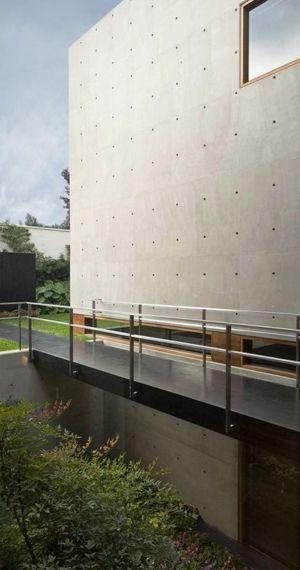 balcon suspendu & vue souterraine - House-H par Jaime Ortiz Zevallos - Lima, Pérou