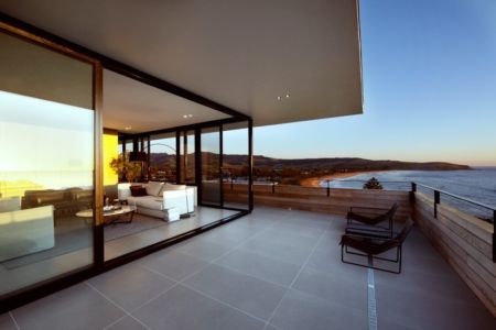 balcon terrasse de nuit - Lamble Residence par Smart Design Studio - New South Wales, Australie