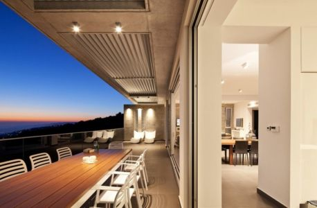 balcon terrasse de nuit - Prodromos and Desi Residence par VARDAstudio - Paphos, Chypre