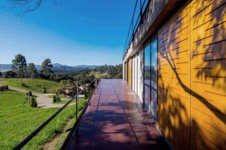 balcon & vue panoramique paysage - Casa-Santo-Antonio par H+F Arquitetos - Santo Antônio, Brésil