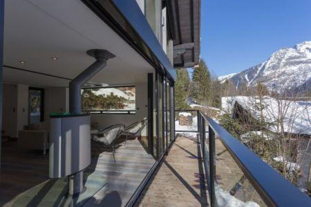 balcon & vue panoramique paysage - Chalet-Dag par Chevalier Architectes - France